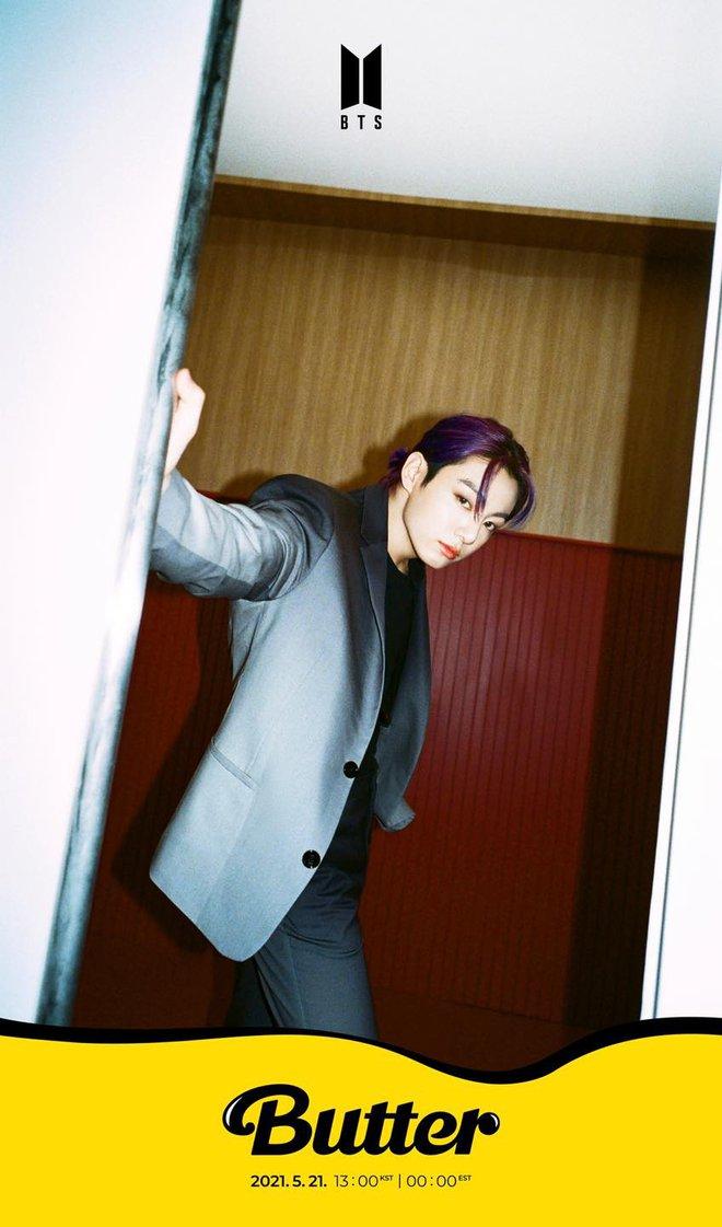 BTS tung teaser khoe visual của Jungkook và RM, tiện chốt nơi biểu diễn ra mắt bài mới quá đẳng cấp! - ảnh 2