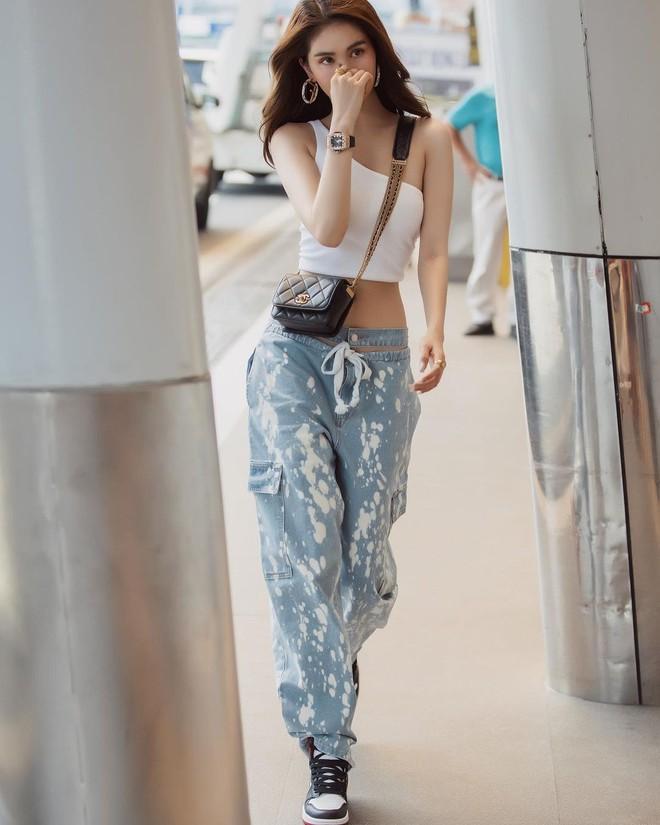 Vừa diện quần jeans 140 triệu, Ngọc Trinh đã vội quay xe với kiểu quần độc dị, soi giá lại rẻ giật mình - ảnh 12