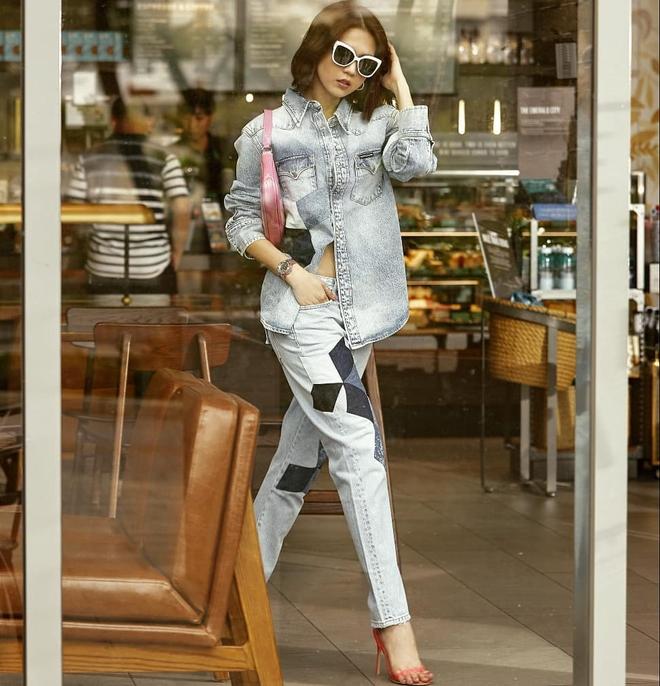 Vừa diện quần jeans 140 triệu, Ngọc Trinh đã vội quay xe với kiểu quần độc dị, soi giá lại rẻ giật mình - ảnh 14