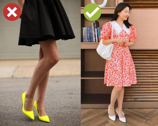 4 kiểu giày dép cứ mix với váy là hỏng cả set đồ, vóc dáng bị dìm cực thảm - ảnh 3