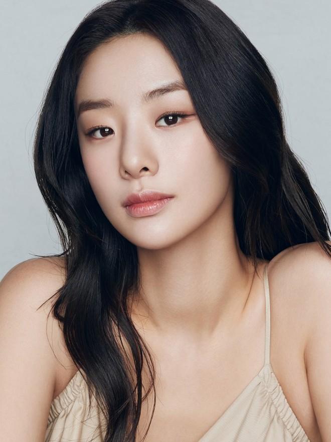 Sao Hàn lên chức CEO: Tài tử Bae Yong Joon thành ông hoàng đế chế, Ha Ji Won - Hyun Bin chưa sốc bằng nam idol Kang Daniel 23 tuổi - ảnh 10