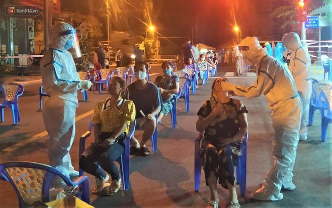 Đà Nẵng phát hiện hơn 30 ca dương tính SARS-CoV-2 mới: Phong tỏa khẩn cấp khu công nghiệp, xét nghiệm 700 người trong đêm - Ảnh 10.
