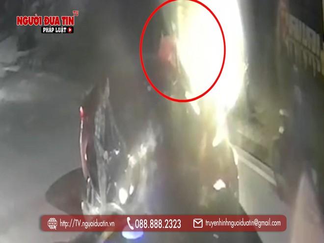 Hà Nội: Truy tìm đối tượng dùng vật nghi súng tấn công người đi đường rồi bỏ chạy - ảnh 2