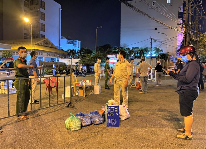 Thêm 10 ca dương tính với SARS-CoV-2 mới, Đà Nẵng đạt kỷ lục xét nghiệm thần tốc - ảnh 2