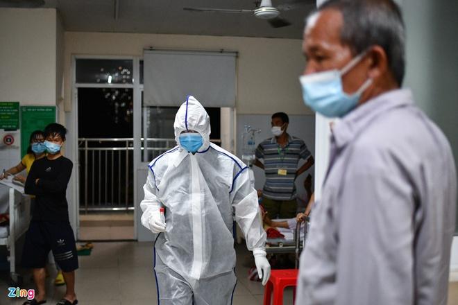 Dịch Covid-19 ngày 13/5: Hà Nội thêm 2 ca dương tính; TP.HCM xét nghiệm khẩn cấp tất cả các bệnh viện trong đêm - Ảnh 2.