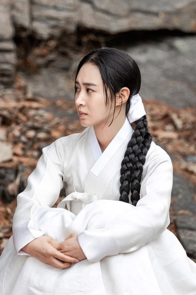 Bộ tứ idol Hàn đẹp hút hồn khi hóa mỹ nữ cổ trang: IU hay Yoona mới là chân ái của đời bạn? - Ảnh 2.