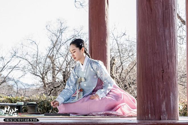 Bộ tứ idol Hàn đẹp hút hồn khi hóa mỹ nữ cổ trang: IU hay Yoona mới là chân ái của đời bạn? - Ảnh 4.