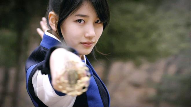 Bộ tứ idol Hàn đẹp hút hồn khi hóa mỹ nữ cổ trang: IU hay Yoona mới là chân ái của đời bạn? - Ảnh 18.