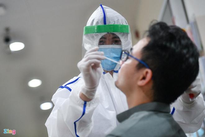 Dịch Covid-19 ngày 13/5: Hà Nội thêm 2 ca dương tính; TP.HCM xét nghiệm khẩn cấp tất cả các bệnh viện trong đêm - Ảnh 3.