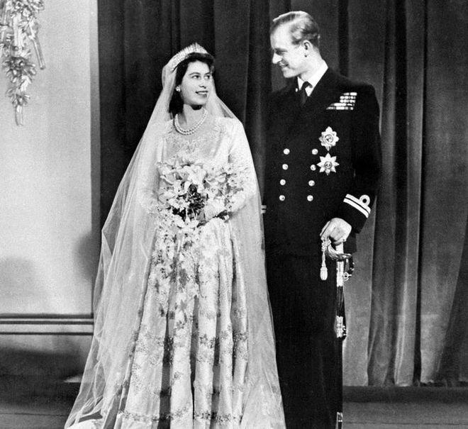 9 điều Nữ hoàng Anh Elizabeth II tuyệt đối không bao giờ làm: Vậy mới thấy Hoàng gia Anh nghiêm khắc đến mức nào - ảnh 4
