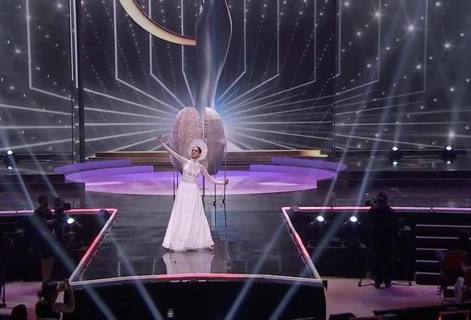 Khánh Vân bất ngờ gặp sự cố khi đang trình diễn Quốc phục ở với Miss Universe, pha xử lý đỉnh cao khiến ai cũng nức nở tự hào - ảnh 3
