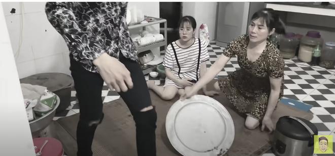 Drama cực căng ở quê bà Tân Vlog: Một thanh niên bỏ nhà đi theo bạn gái, hôm sau xuất hiện trong clip ăn chực - Ảnh 5.