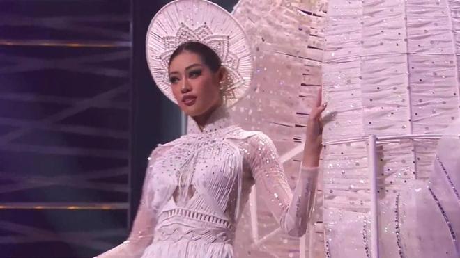 Trình diễn đỉnh cao, Khánh Vân lọt top 6 trang phục dân tộc yêu thích của Miss Universe 2018 Catriona Gray - ảnh 2