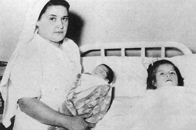 Chuyện kỳ lạ về bà mẹ trẻ nhất thế giới: Bé gái mang thai khi mới 5 tuổi rồi làm chị gái của con và bí mật giấu kín về cha ruột đứa trẻ - ảnh 2