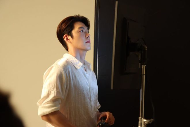 Lần đầu lộ diện sau tin cưới Shin Min Ah, Kim Woo Bin khiến dân tình gào thét với visual lột xác, khác hẳn khi bị ung thư - ảnh 1
