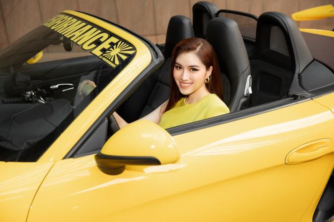 Soi siêu xe mui trần sang chảnh của nữ MC đài VTV, giá hơn 5 tỷ đồng và luôn nổi bần bật trên phố - ảnh 4