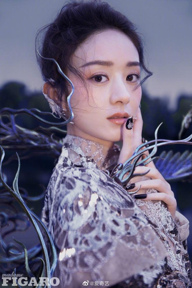 Quên ngay bộ ảnh vô hồn chụp với đàn chị đi, đây mới là loạt khung hình đẹp thần sầu của Triệu Lệ Dĩnh khiến Weibo nức nở - ảnh 5