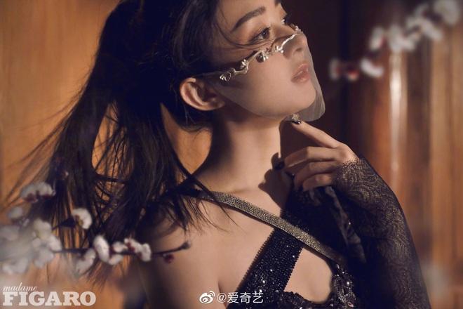 Quên ngay bộ ảnh vô hồn chụp với đàn chị đi, đây mới là loạt khung hình đẹp thần sầu của Triệu Lệ Dĩnh khiến Weibo nức nở - ảnh 6