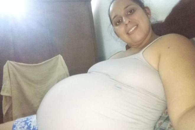 Bé 2 tháng tuổi bị mẹ đè chết ngạt khi đang bú trên giường, nghe lý do ai cũng sốc - ảnh 1