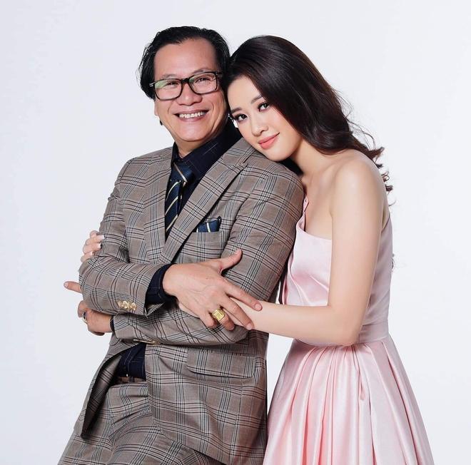 Nổ link tương tác 15 lần trong 24 giờ, bố Khánh Vân chính là fan cuồng đáng yêu nhất khi con gái chinh chiến tại Miss Universe - ảnh 1