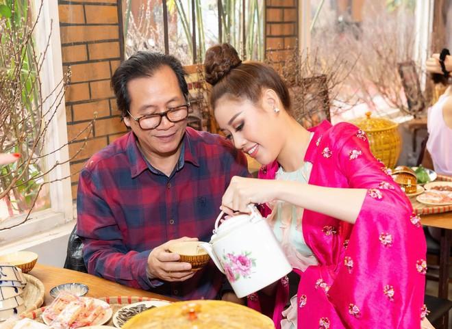 Nổ link tương tác 15 lần trong 24 giờ, bố Khánh Vân chính là fan cuồng đáng yêu nhất khi con gái chinh chiến tại Miss Universe - ảnh 10