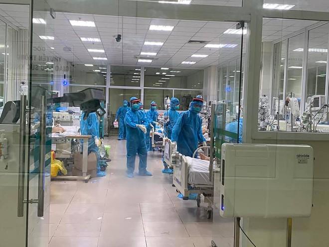 Bác sĩ BV Bệnh Nhiệt đới TW trong đợt dịch khắc nghiệt nhất: Nếu hỏi chúng tôi có mệt không, đúng là mệt, nhưng không vì thế mà chùn bước - ảnh 1