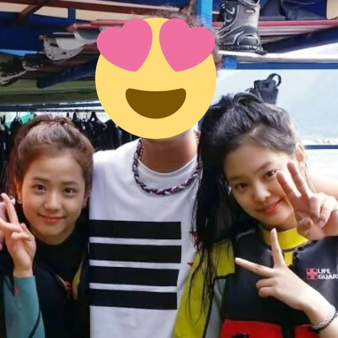 Ảnh hiếm Jisoo - Jennie (BLACKPINK) trước khi debut gây bão MXH: Thế này bảo sao trở thành 2 mỹ nhân chanh sả nhất Kpop! - ảnh 1