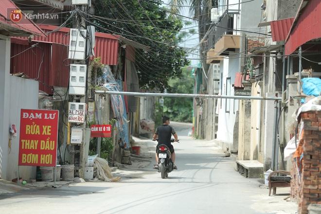 Ảnh: Bắc Giang lập chốt phong toả huyện Việt Yên sau khi phát hiện ổ dịch Công ty Hosiden, hàng chục nghìn người bị cách ly - ảnh 17