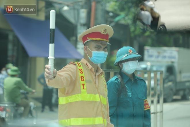 Ảnh: Bắc Giang lập chốt phong toả huyện Việt Yên sau khi phát hiện ổ dịch Công ty Hosiden, hàng chục nghìn người bị cách ly - ảnh 14