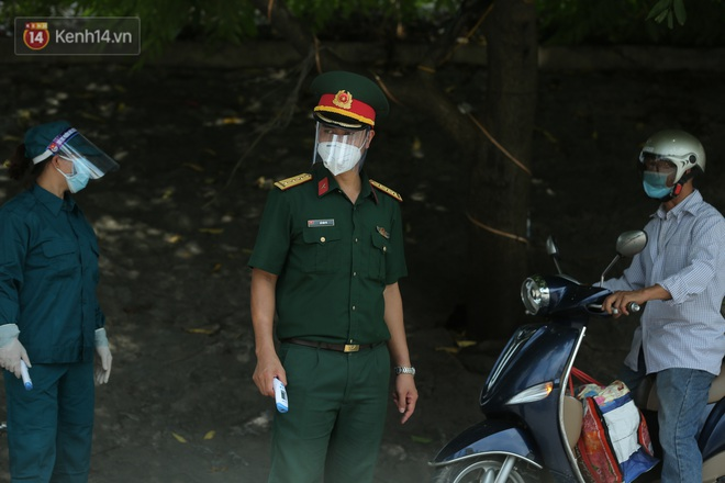 Ảnh: Bắc Giang lập chốt phong toả huyện Việt Yên sau khi phát hiện ổ dịch Công ty Hosiden, hàng chục nghìn người bị cách ly - ảnh 13