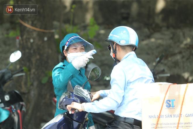 Ảnh: Bắc Giang lập chốt phong toả huyện Việt Yên sau khi phát hiện ổ dịch Công ty Hosiden, hàng chục nghìn người bị cách ly - ảnh 15