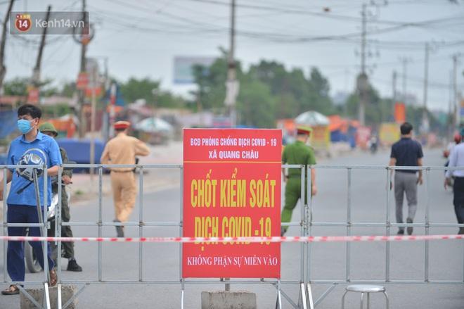 Ảnh: Bắc Giang lập chốt phong toả huyện Việt Yên sau khi phát hiện ổ dịch Công ty Hosiden, hàng chục nghìn người bị cách ly - ảnh 2