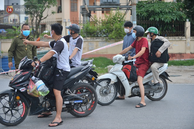Ảnh: Bắc Giang lập chốt phong toả huyện Việt Yên sau khi phát hiện ổ dịch Công ty Hosiden, hàng chục nghìn người bị cách ly - ảnh 5
