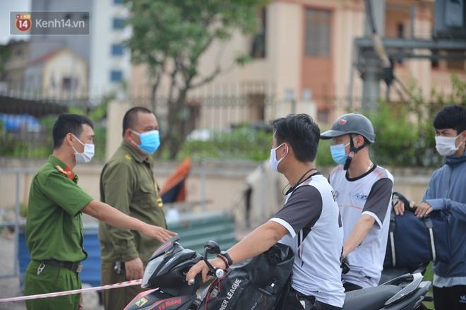 Ảnh: Bắc Giang lập chốt phong toả huyện Việt Yên sau khi phát hiện ổ dịch Công ty Hosiden, hàng chục nghìn người bị cách ly - ảnh 6