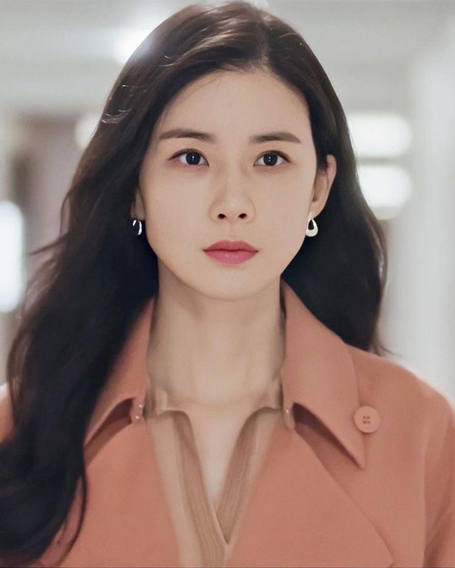 Mine - bom tấn của Lee Bo Young có mở đầu y hệt Penthouse, đến cả tính cách các chị đẹp cũng na ná? - ảnh 12