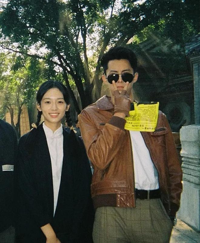 Vương Hạc Đệ và mỹ nữ Sơn Hà Lệnh đẹp xuất sắc trong bộ ảnh quảng bá phim đậm chất ông bà anh - ảnh 6