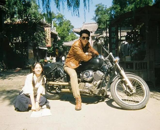 Vương Hạc Đệ và mỹ nữ Sơn Hà Lệnh đẹp xuất sắc trong bộ ảnh quảng bá phim đậm chất ông bà anh - ảnh 5