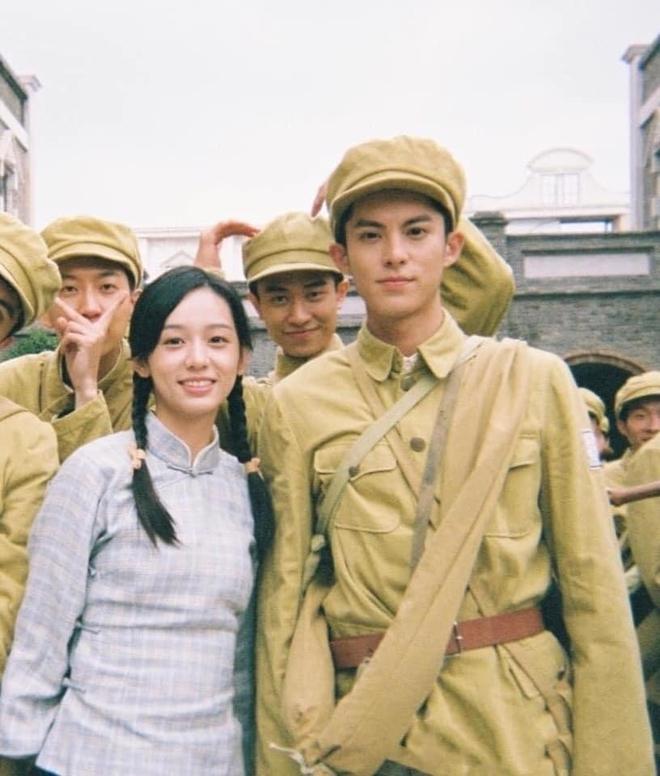 Vương Hạc Đệ và mỹ nữ Sơn Hà Lệnh đẹp xuất sắc trong bộ ảnh quảng bá phim đậm chất ông bà anh - ảnh 4