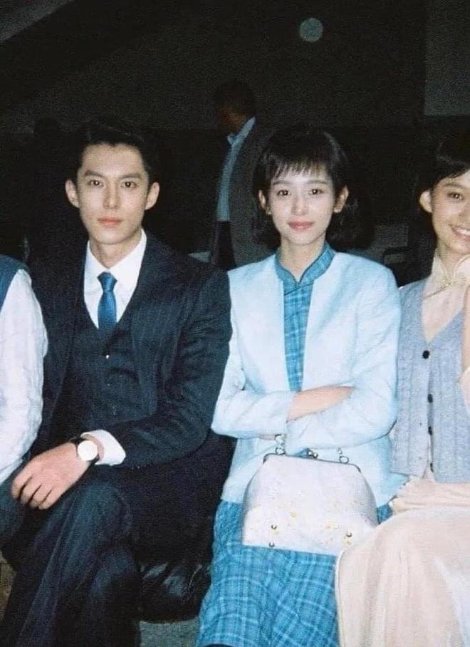 Vương Hạc Đệ và mỹ nữ Sơn Hà Lệnh đẹp xuất sắc trong bộ ảnh quảng bá phim đậm chất ông bà anh - ảnh 2