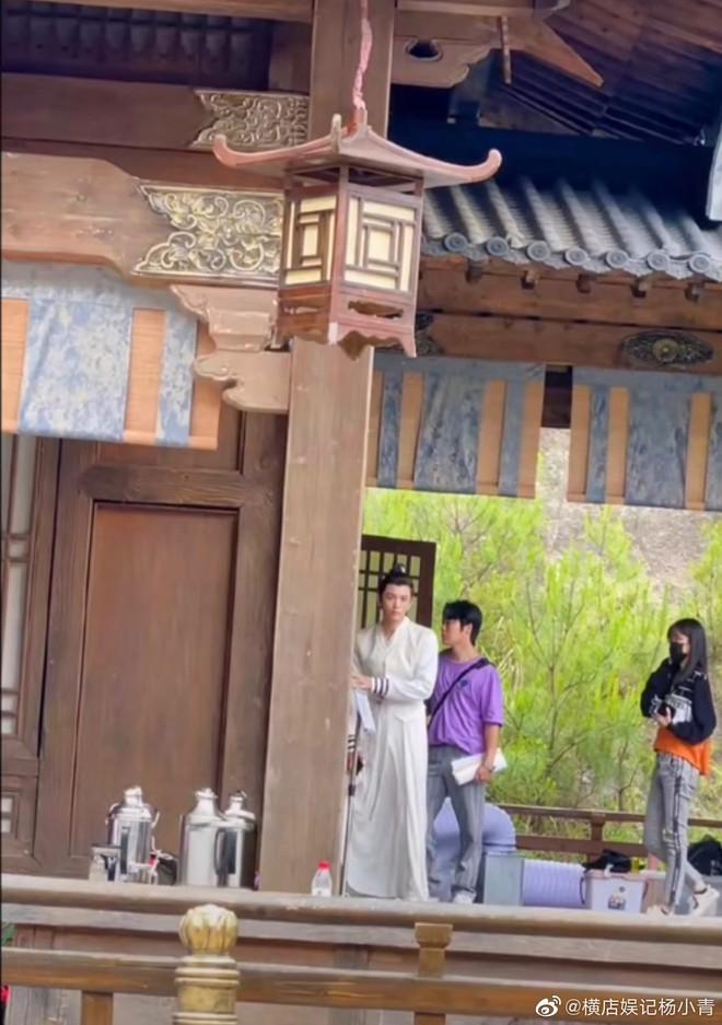 Bành Tiểu Nhiễm đẹp chấp cả cam thường, nhưng cái tay gượng gạo của Đinh Vũ Hề mới làm fan cười vỡ bụng - ảnh 9