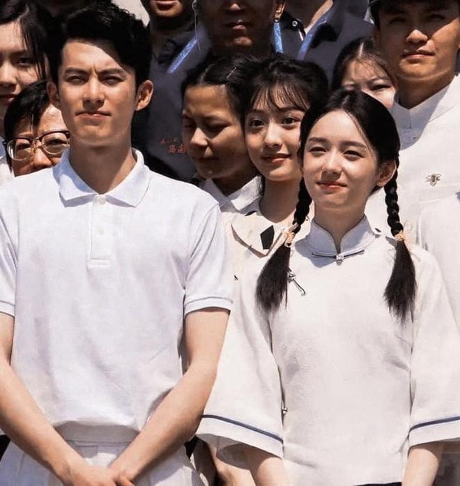 Vương Hạc Đệ và mỹ nữ Sơn Hà Lệnh đẹp xuất sắc trong bộ ảnh quảng bá phim đậm chất ông bà anh - ảnh 1