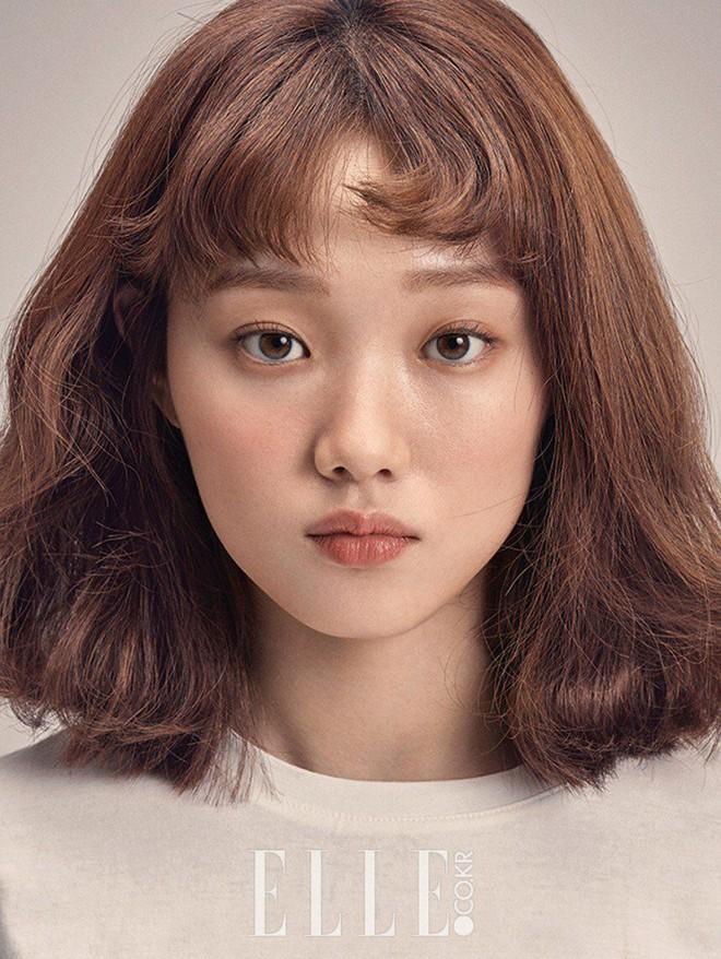 Ngắm Lee Sung Kyung cân trọn mọi kiểu tóc và màu nhuộm, chị em cũng tia được cho mình vài kiểu đi chơi hè đấy - ảnh 2