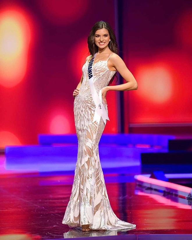 Quá nhiều Miss Chuồng Gà ở Miss Universe 2020: Đẹp mê người mà phải đứng... vỗ tay cho Khánh Vân thật uổng quá đi! - ảnh 9