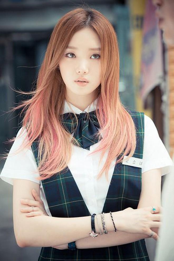 Ngắm Lee Sung Kyung cân trọn mọi kiểu tóc và màu nhuộm, chị em cũng tia được cho mình vài kiểu đi chơi hè đấy - ảnh 5