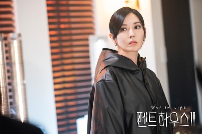 Ju Dan Tae mặc áo blouse dính máu trong Penthouse 3, dượng lại vừa xiên ai nữa rồi? - ảnh 4