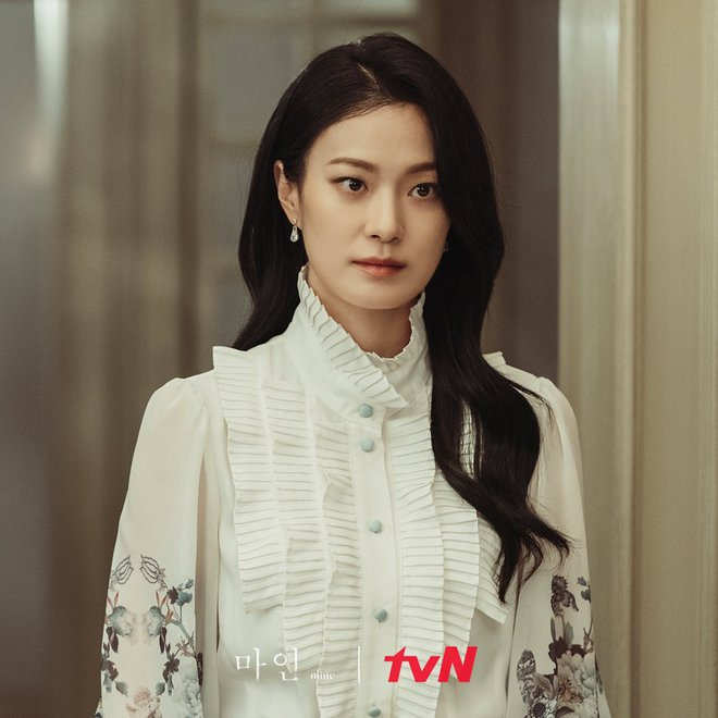 Mine - bom tấn của Lee Bo Young có mở đầu y hệt Penthouse, đến cả tính cách các chị đẹp cũng na ná? - ảnh 7