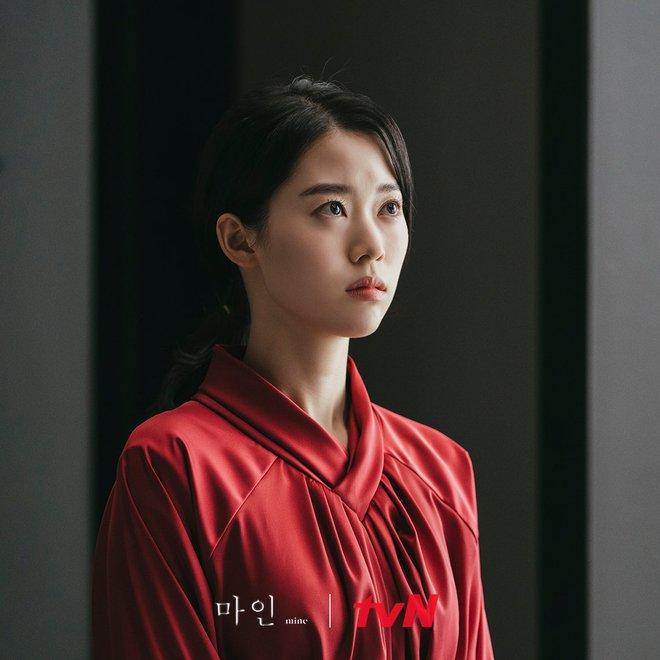Mine - bom tấn của Lee Bo Young có mở đầu y hệt Penthouse, đến cả tính cách các chị đẹp cũng na ná? - ảnh 8