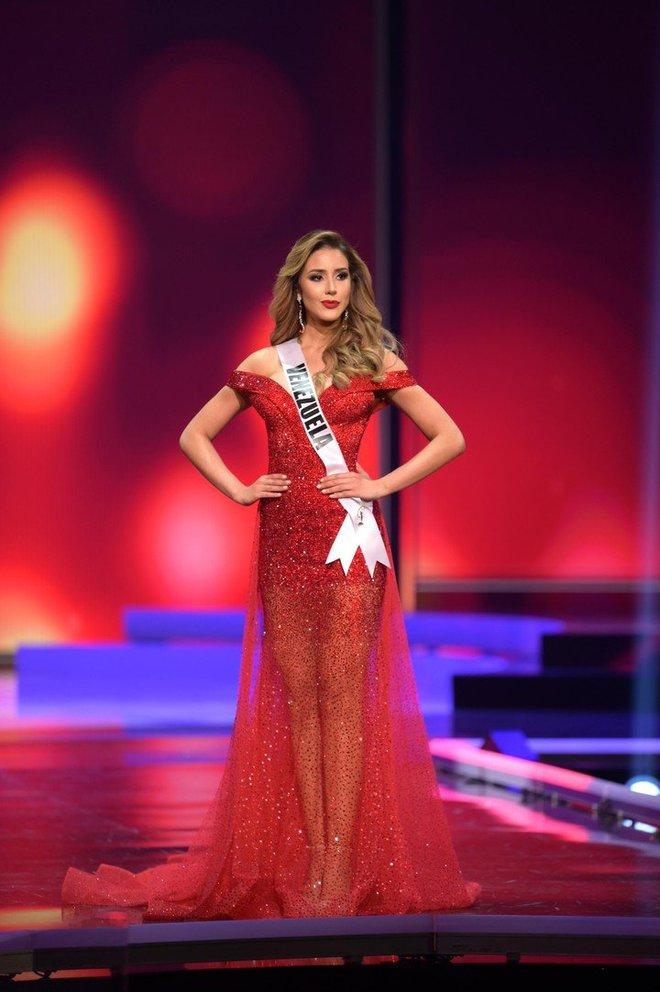 Quá nhiều Miss Chuồng Gà ở Miss Universe 2020: Đẹp mê người mà phải đứng... vỗ tay cho Khánh Vân thật uổng quá đi! - ảnh 5