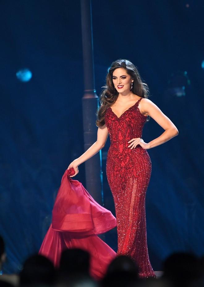 Hãy để tân Hoa hậu Hoàn vũ năm nay định nghĩa cho bạn biết thế nào là mặc xấu! - ảnh 9