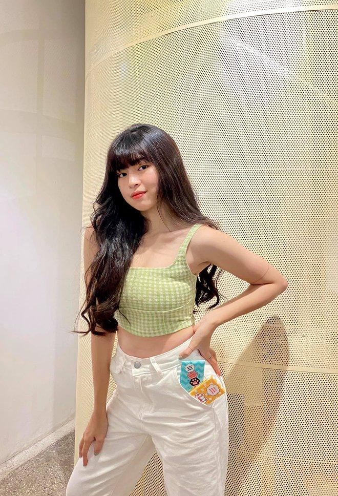 Khánh Vân (Sao Nhập Ngũ) chúc mừng Khánh Vân (Hoa hậu) rồi tranh thủ... cầm đèn chạy trước ô tô - ảnh 5